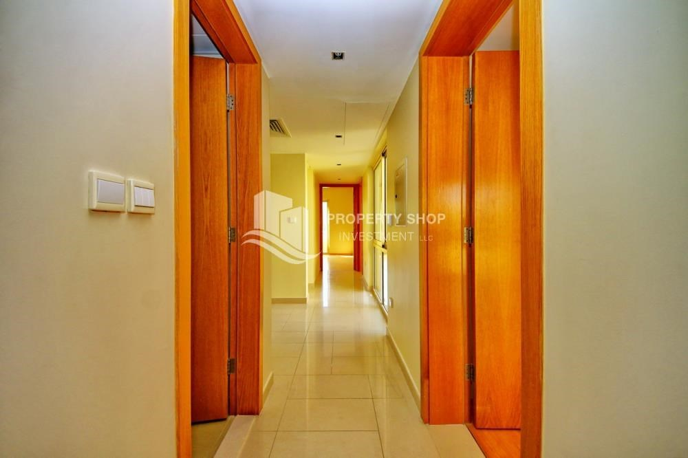 Corridor - Huge 4br+Maid Townhouse with Rental Refund