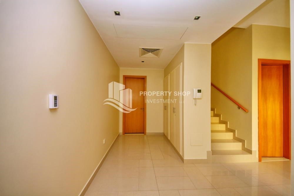 Foyer - Huge 4br+Maid Townhouse with Rental Refund