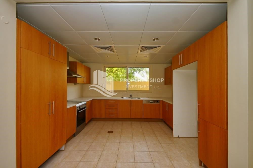 Kitchen - Huge 4br+Maid Townhouse with Rental Refund