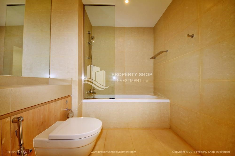 Bathroom - Sea view Apt upto 12 Cheques + No Leasing Commission.