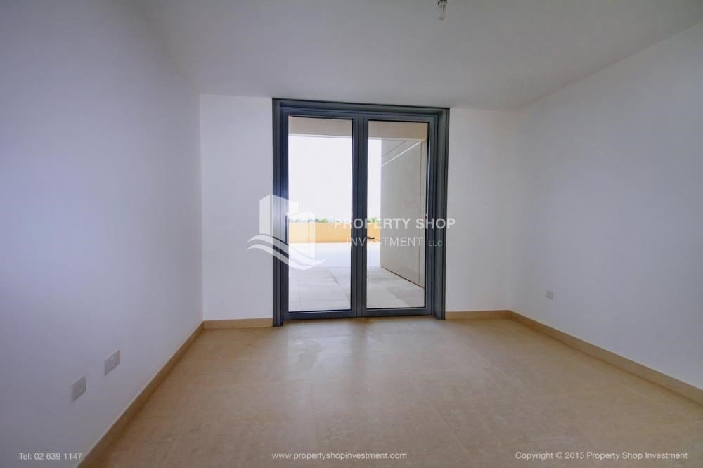 Bedroom - Sea view Apt upto 12 Cheques + No Leasing Commission.