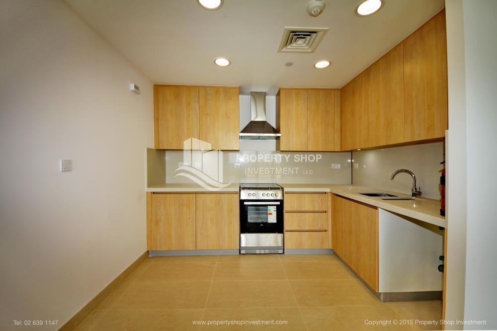 Kitchen - Sea view Apt upto 12 Cheques + No Leasing Commission.