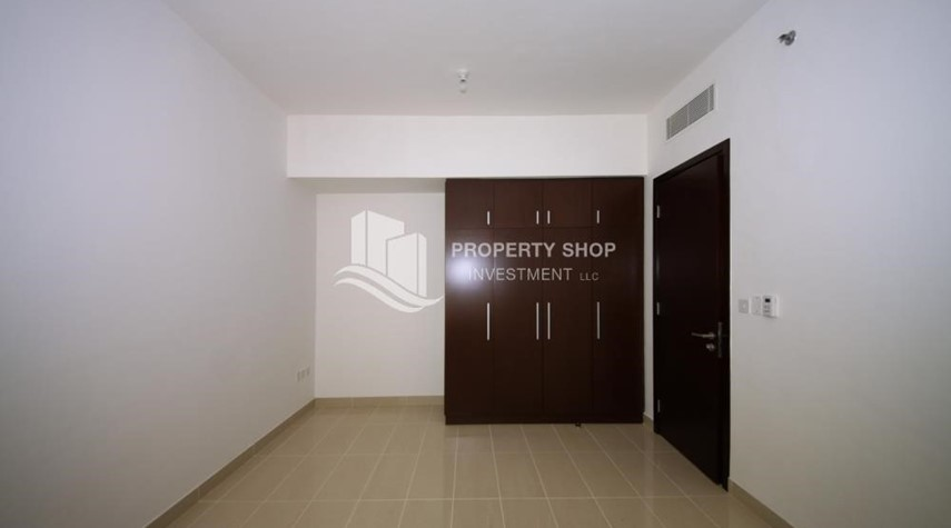 Built in Wardrobe-2 Bedroom Apartment in Burooj View, Marina Square FOR RENT!