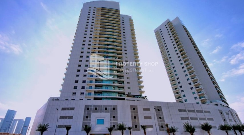 Property-4 Cheques! 1BR Apartment with sea view.