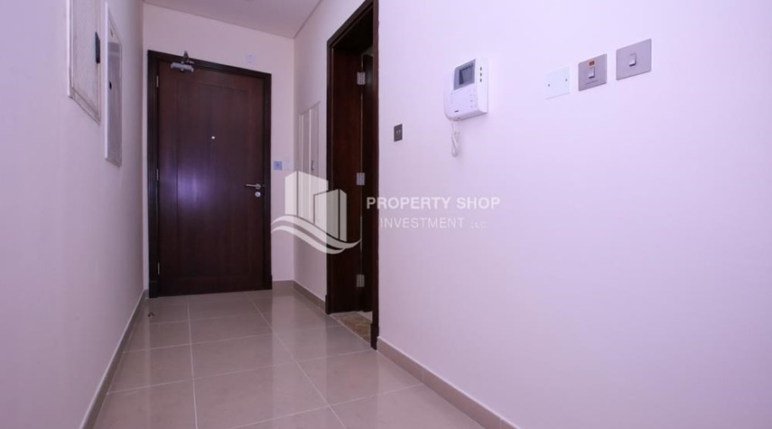 Foyer-Studio apartment for rent with sea view.