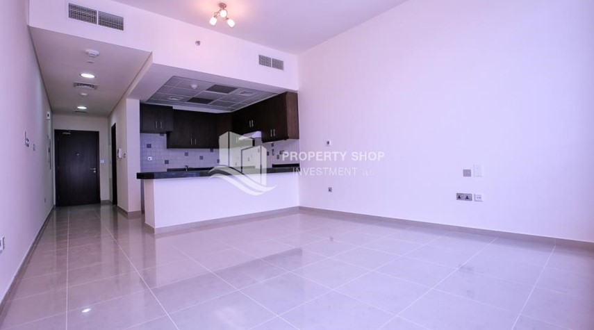 Dining Room-Studio apartment for rent with sea view.