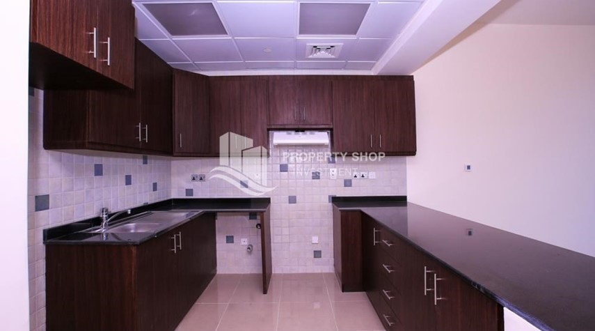 Kitchen-Studio apartment for rent with sea view.