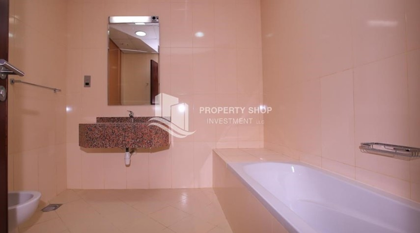 Bathroom-Studio apartment for rent with sea view.