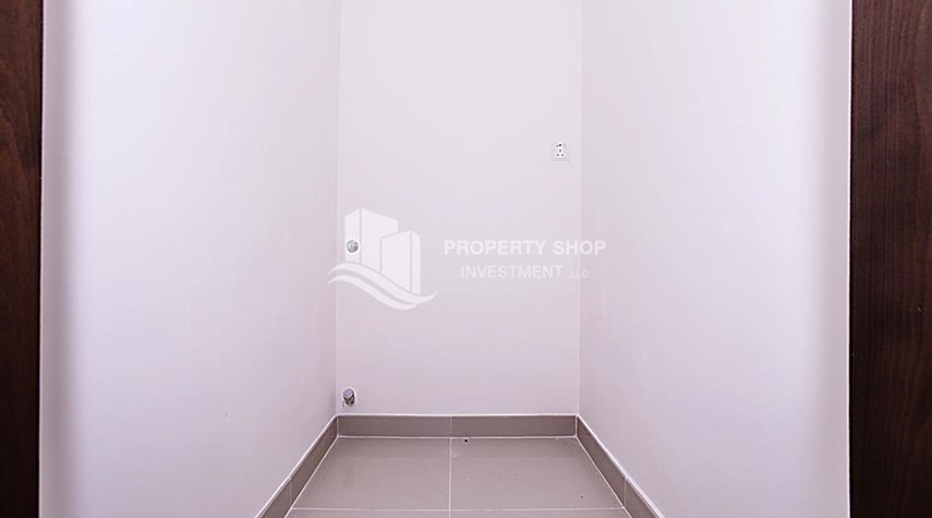 Laundry Room-Mid-floor 1BR unit in Marina Bay, City of Lights, for rent