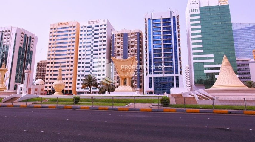 Community-2BR apartment for rent in Al Rawdhat Building.