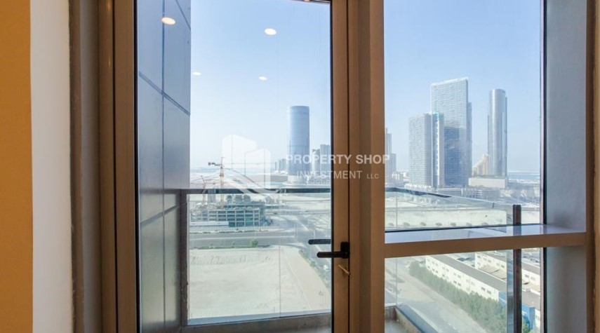 Balcony-Studio apartment available to rent in Al Noor Tower