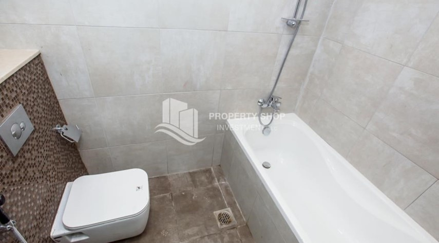 Bathroom-Studio apartment available to rent in Al Noor Tower