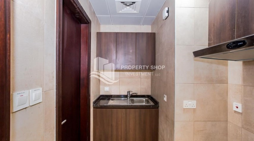 Kitchen-Studio apartment available to rent in Al Noor Tower
