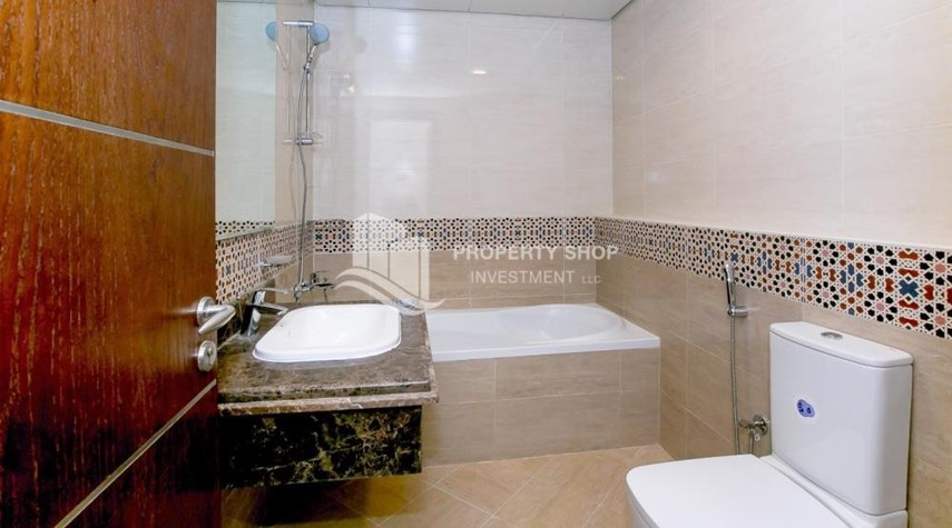 Bathroom-Spacious Apt with Walkin Closet and balcony for rent