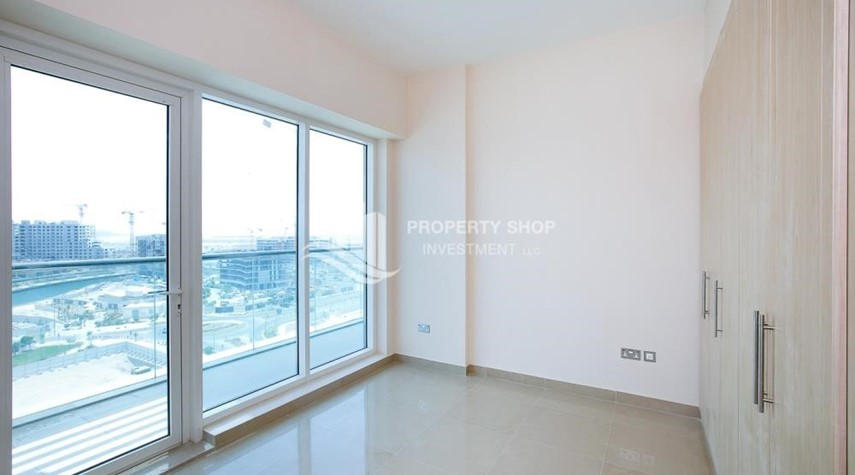 Bedroom-Spacious Apt with Walkin Closet and balcony for rent