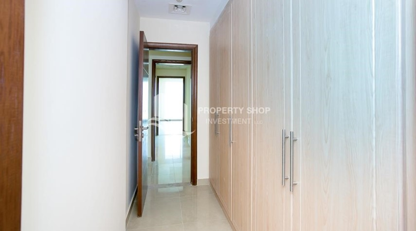 Built in Wardrobe-Spacious Apt with Walkin Closet and balcony for rent