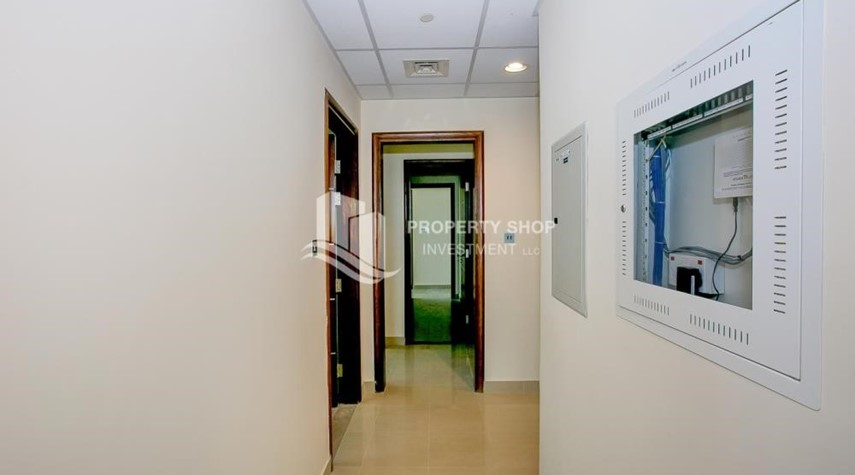 Foyer-Spacious Apt with Walkin Closet and balcony for rent