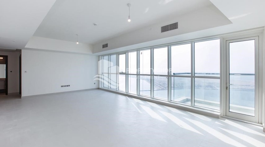 Living Room-Spacious 3 Bedroom Apt with sea view.