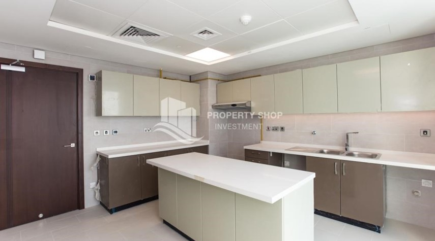 Kitchen-Spacious 3 Bedroom Apt with sea view.