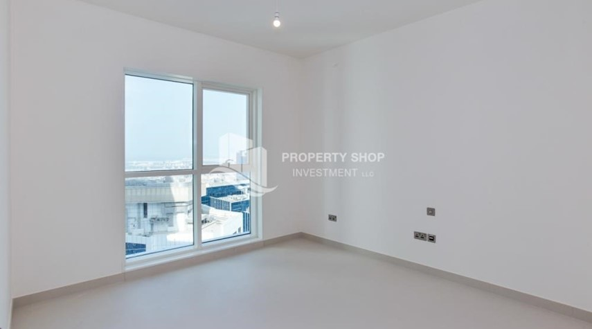 Bedroom-Spacious 3 Bedroom Apt with sea view.