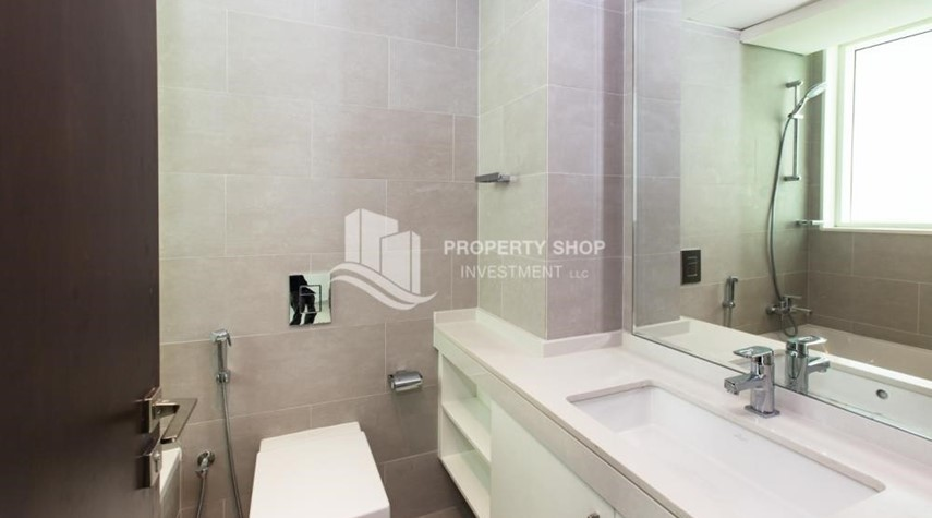 Bathroom-Spacious 3 Bedroom Apt with sea view.