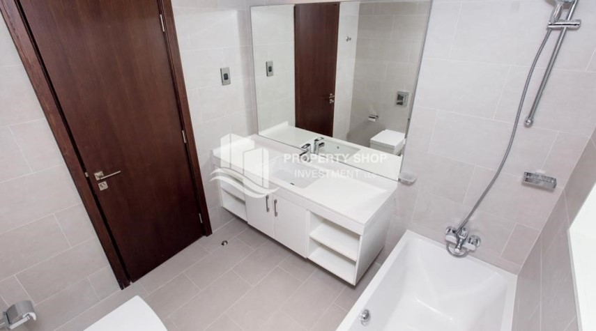 Bathroom-Spacious 4BR Apt with City and Partialy sea view