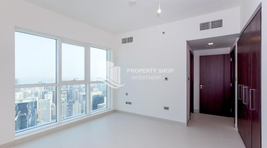 Bedroom-Spacious 4BR Apt with City and Partialy sea view