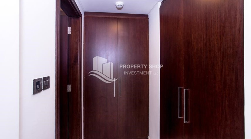 Built in Wardrobe-Spacious 4BR Apt with City and Partialy sea view