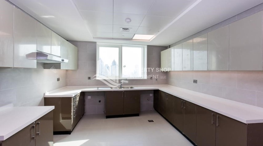 Kitchen-Spacious 4BR Apt with City and Partialy sea view