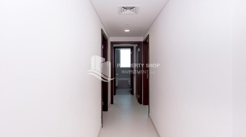 Corridor-Spacious 4BR Apt with City and Partialy sea view
