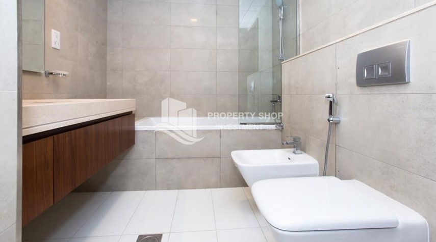 Bathroom-Brand New! 3BR For rent in Al Qurm View