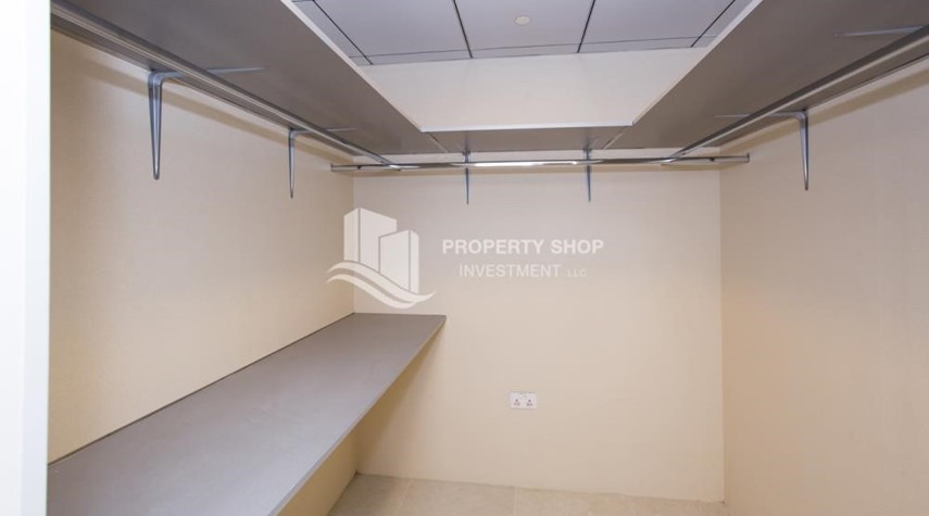 Store Room-Brand New! 3BR For rent in Al Qurm View