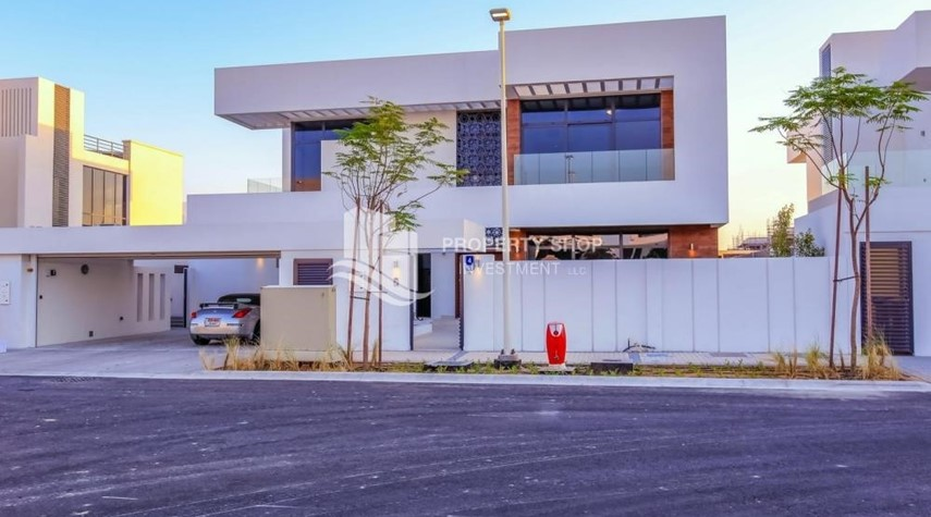 Property-4BR villa in west yas now ready to move in