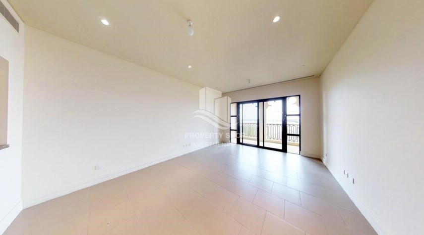 Dining Room-High Floor Overlooking Community. 4 Cheuqes. Book Now