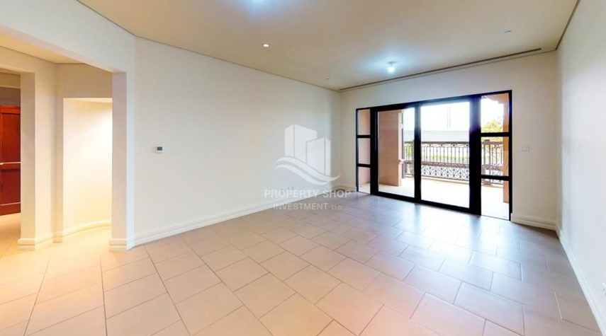 Living Room-Modern & Bright 2Br With 4 Cheques For Rent