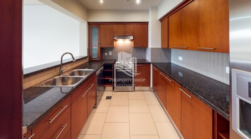 Kitchen-Modern & Bright 2Br With 4 Cheques For Rent