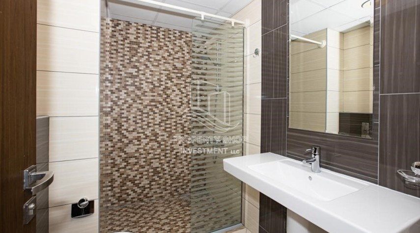 Bathroom-0% No Commission fees! 3BR Apt with Stunning Sea View!