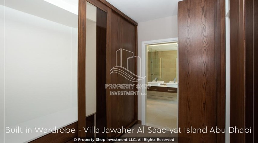 Built in Wardrobe-5BR+M villa overlooking golf course.