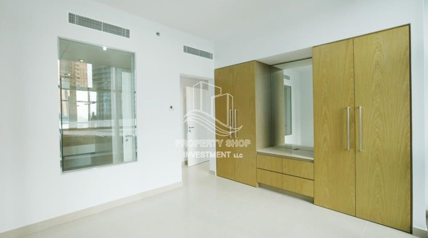 Built in Wardrobe-Well Maintained 1BR Apt for rent in Etihad Towers 4.