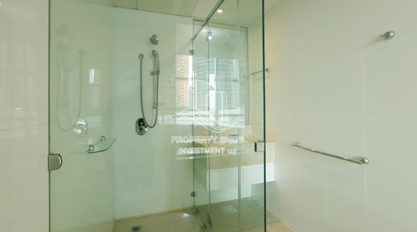 Bathroom-Well Maintained 1BR Apt for rent in Etihad Towers 4.