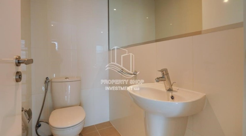 Powder-Well Maintained 1BR Apt for rent in Etihad Towers 4.
