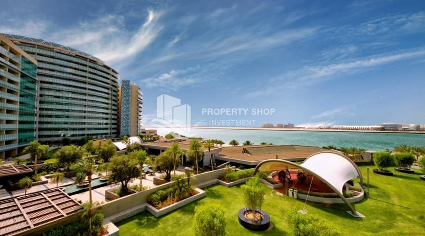 Community-Spacious Apt overlooking Sea + Canal view