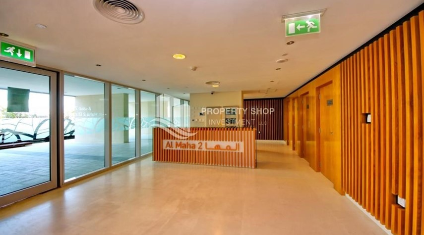 Reception-Spacious Apt overlooking Sea + Canal view
