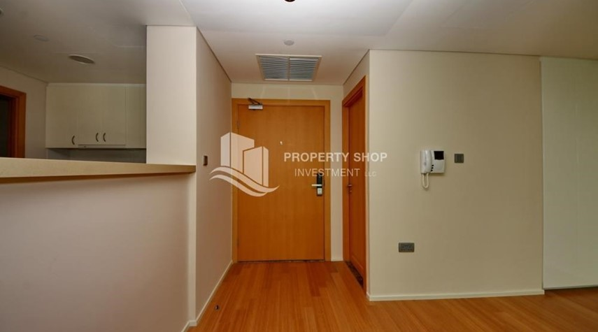 Foyer-Invest Now, Canal View Apt with spacious living