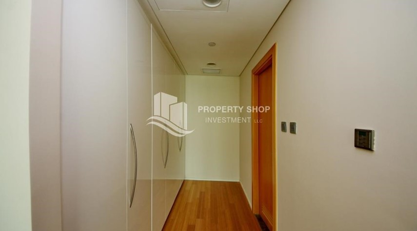 WalkIn Closet-Invest Now, Canal View Apt with spacious living