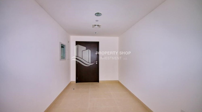 Corridor-2BR apartment on high floor with street view.