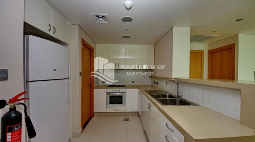 Kitchen-Spacious 3 + M with walk in closet and full sea view!