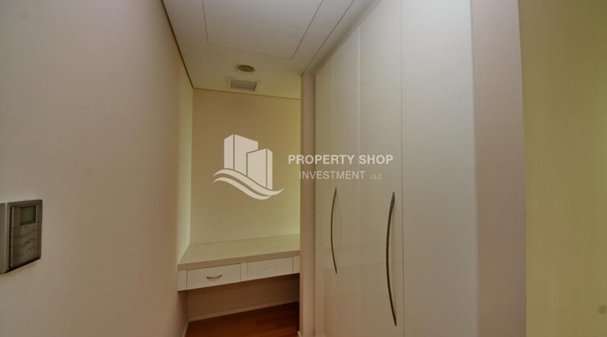 WalkIn Closet-Spacious 3 + M with walk in closet and full sea view!