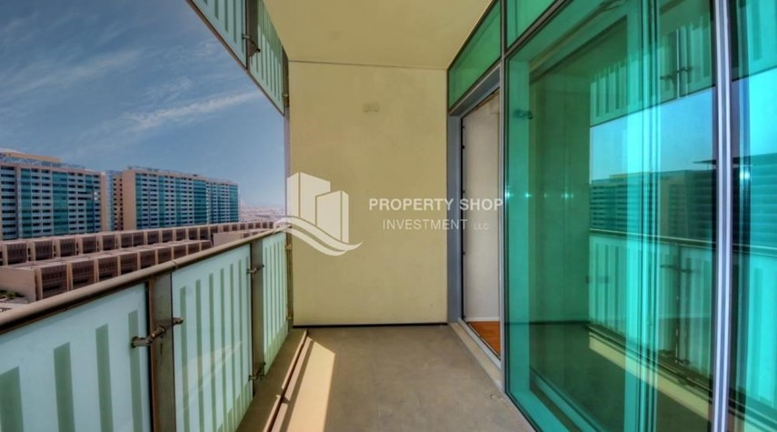 Balcony-2 bedrooms with partial sea and canal view
