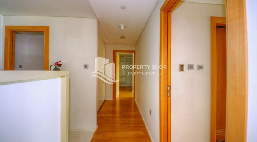 Corridor-2 bedrooms with partial sea and canal view